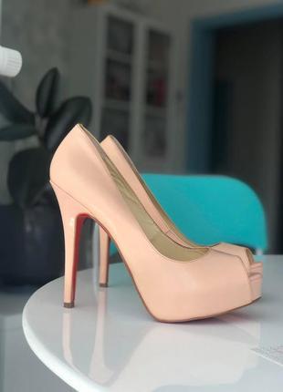 Кожаные туфли дорогого бренда christian louboutin paris 38 размер