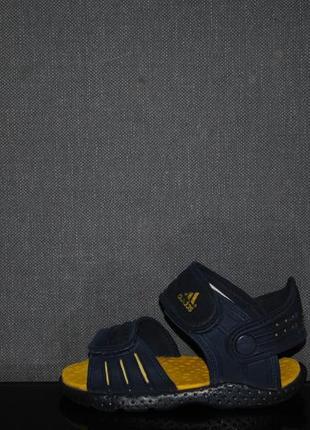 Сандалии adidas 25 р