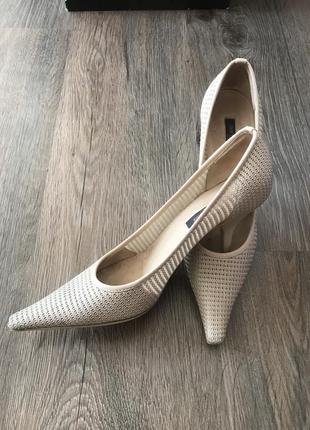 Туфли sergio rossi с перфорацией 38р.
