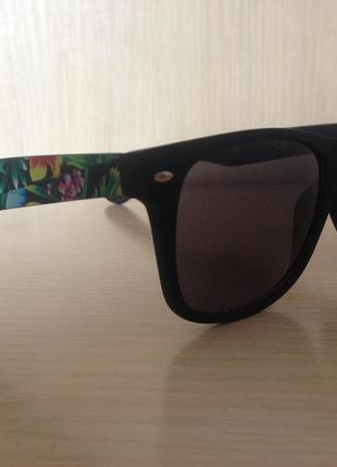 Вайфареры, солнцезащитные очки, дужки с принтом