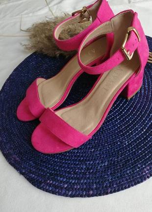Рожеві яскраві босоніжки ajvani