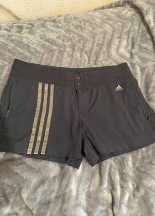 Спортивные шорты адидас