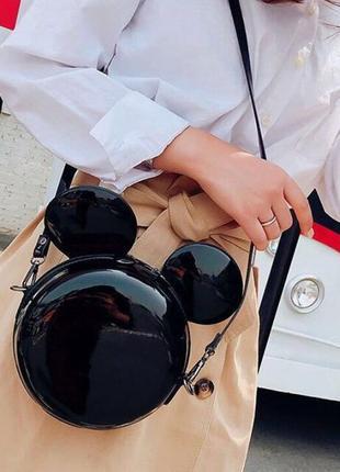 Лаковая сумочка с ушками микки. дизайнерская женская сумка.