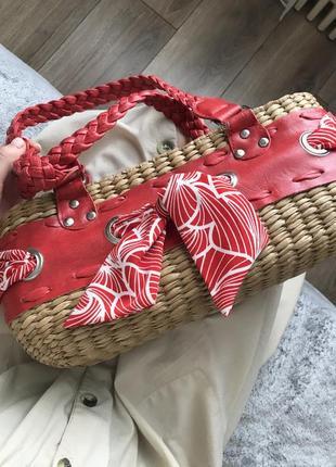 Соломенная винтажная сумка багет на ручках средней длины