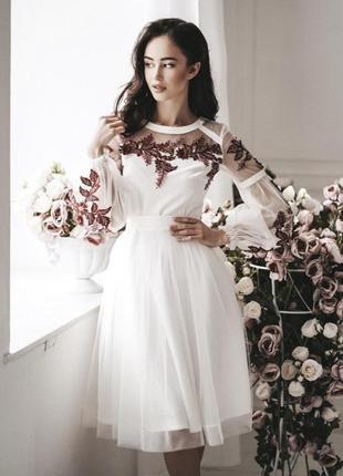 Белое нарядное платье на свадьбу или роспись с вышивкой