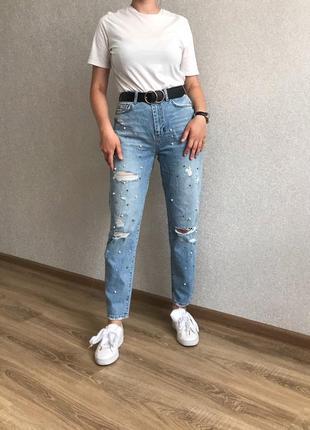 Мом джинсы рваные с бусинами
