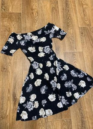 Черное платье в цветочный принт new look