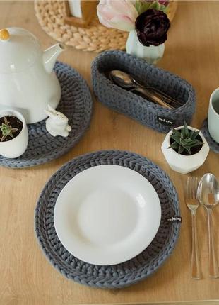 Сервировочный комплект на кухню. салфетки под тарелки, чашки и столовые приборы