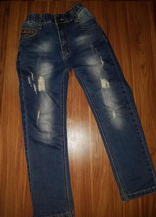 Летние рваные  джинсы на мальчика 6-7 лет р. 116-122