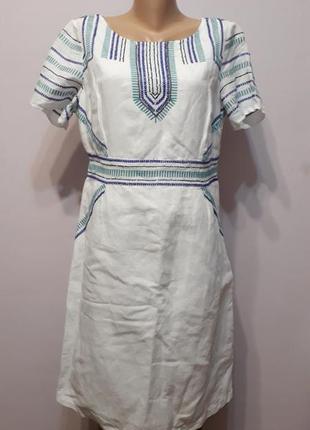 Белое льняное платье с вышивкой в этно стиле