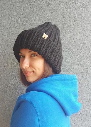 Модная шапка ручной работы