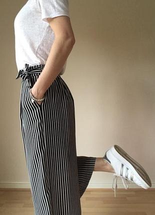 Стильные брюки кюлоты в полоску