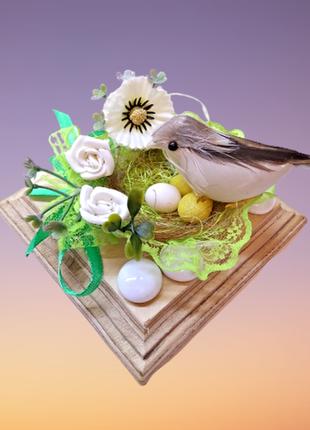 Настольный декор птица в гнезде, на квадратной подставке, ручная работа.