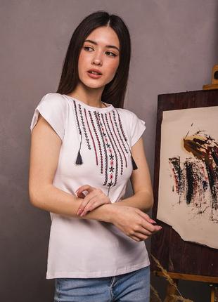 Вишиванка футболка намисто з ніжною вишивкою
