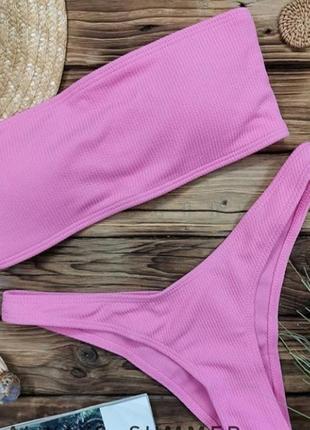 Розовый купальник с v-образными плавками