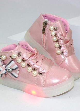 Ботинки со светящиеся подошвой. детские ботинки