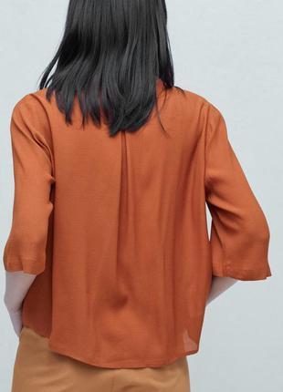 Брендовая базовая блуза струящаяся фактурная топ рубашка mango