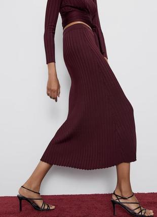 Zara юбка марсала винная плиссе миди за колено в рубчик актуальная легкая летняя