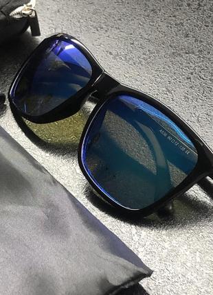 Зеркальные очки с голубым отливов линз