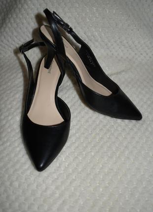 Кожаные туфли босоножки graceland