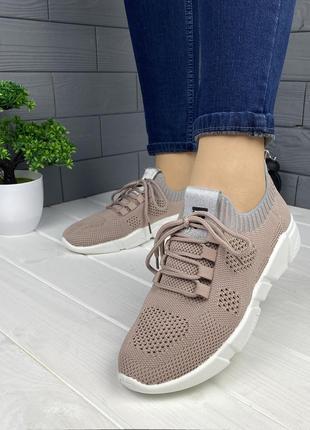Светло-коричневые спортивные кроссовки
