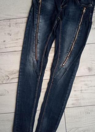 Крутые джинсы с молниями