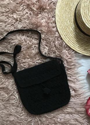 Чёрная плетёная сумочка на лето