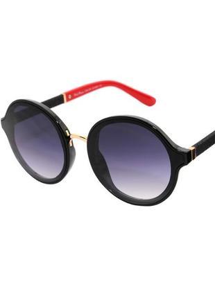 Очки солнцезащитные круглые в черной с украшением оправе синими линзами женские