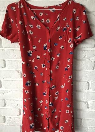 Трендовое красное летнее платье в цветочек