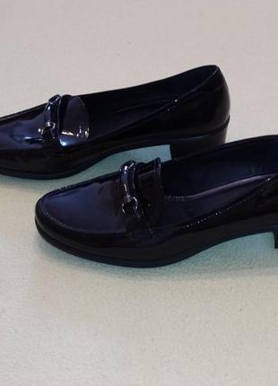 Красиаые лаковые туфли от ecco