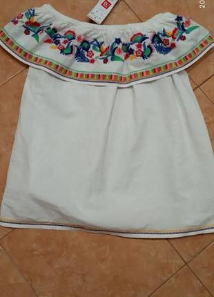 Красивая белая блуза, вышиванка с воланом на плечах, оборки, с вышивкой