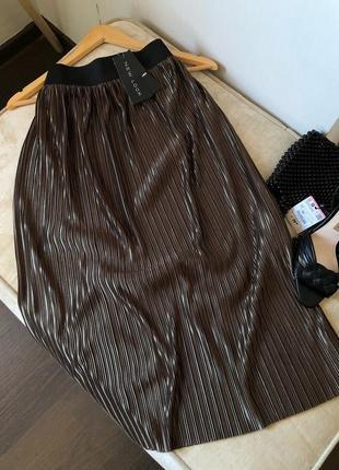 Оливковая плиссированная юбка миди