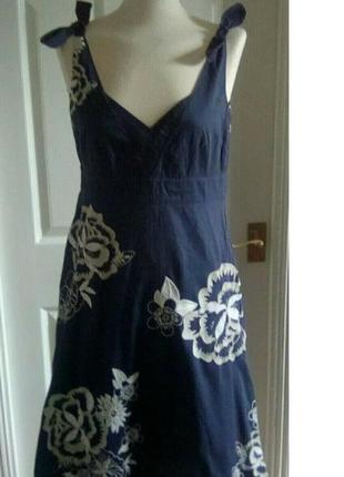 Платье-сарафан с вышивкой