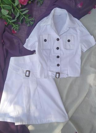 Белоснежный котоновый костюм с ассиметричной юбочкой