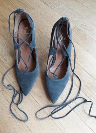 Стильные итальянские замшевые туфли