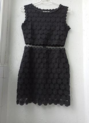 Очень красивое нарядное платье с кружевом