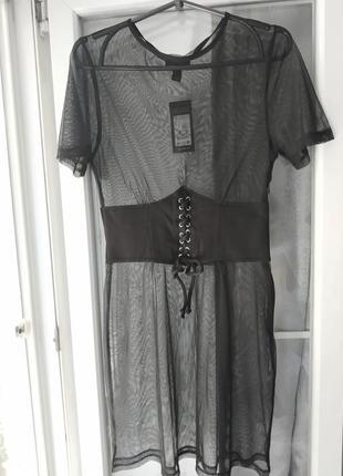 Крутое платье-сетка с корсетом