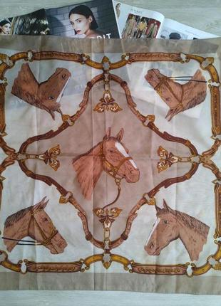 Платок с лошадьми