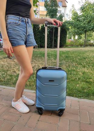 Пластиковый дорожный чемодан wings 147 на 4 колесах. маленький размер. ручная кладь