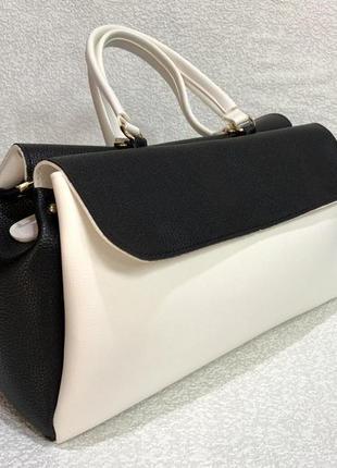Стильная сумочка, очень вместительная