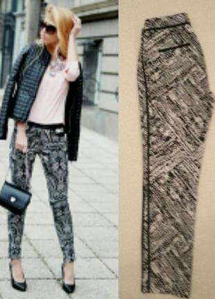 Модные брендовые брюки с чёрно-белым принтом и кантом по боку   zara