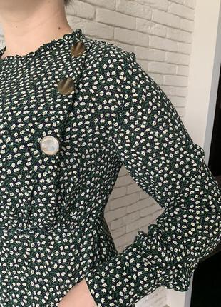 Платье в стиле zara в мелкий цветок с пуговицами4 фото