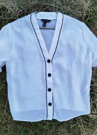 Белый топ, рубашка на пуговицах спереди в пижамном стиле