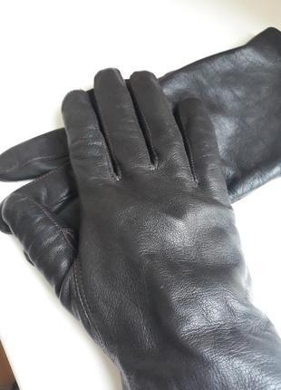 Кожаные перчатки.