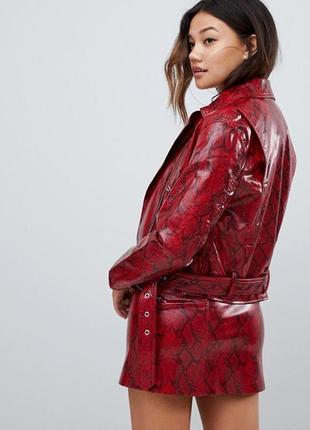 Натуральная кожана куртка змеиный принт бордовая прямая стильная кожанка косуха красная