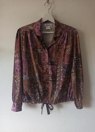 Очень красивая блуза с утяжкой внизу
