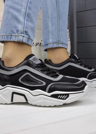 Женские чёрные кроссовки с сеткой