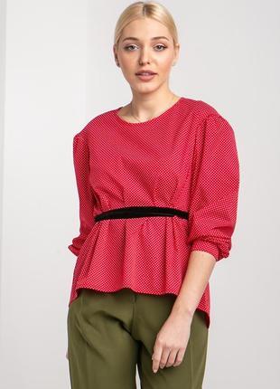 Красная блуза под пояс в горошек