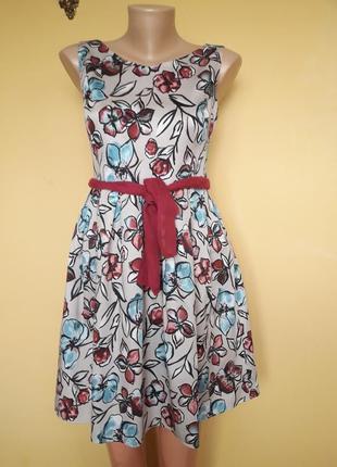 Милое  натуральное платье в цветы