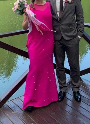 Элегантное малиновое платье